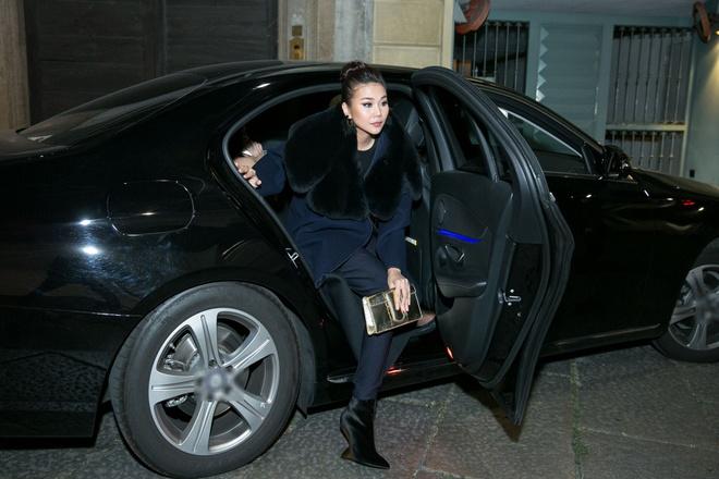 Thanh Hang sang trong ngoi hang ghe dau o Milan Fashion Week hinh anh 1