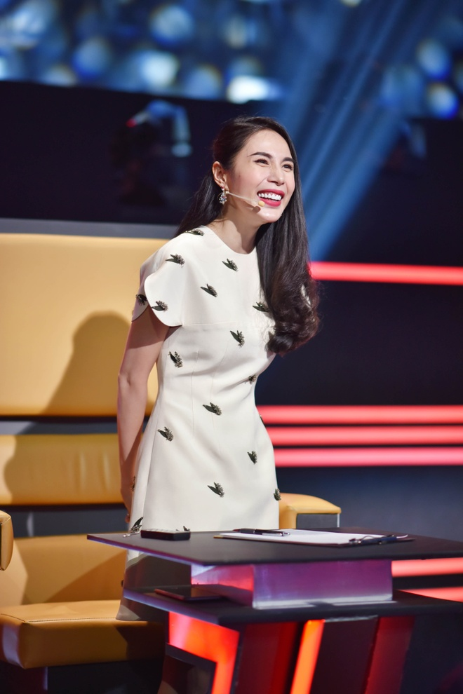 Thanh Thao nhac Thuy Tien 'het khoe con lai khoe chong' o game show hinh anh 1