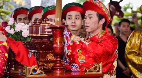 Hoai Linh tat bat trong ngay cung To san khau tai den tho hinh anh