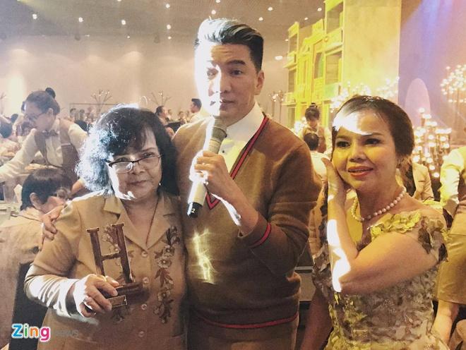 Me Mr. Dam nhan con trai: 'Nhung gi khong phai, bo qua cho me nha' hinh anh