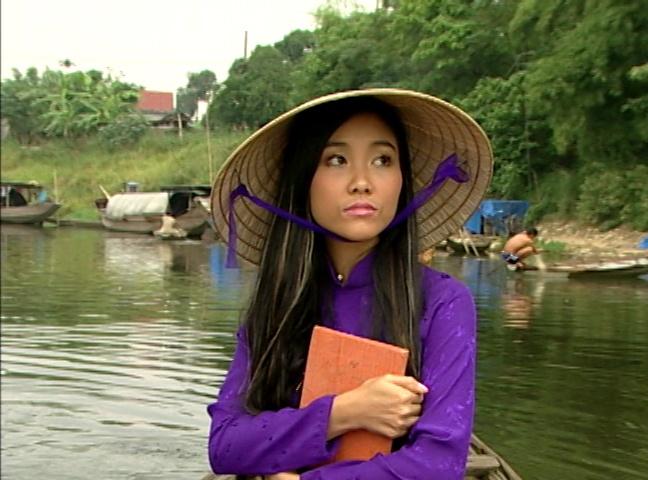 Doan Trang phai muon ao dai cua nu sinh khi quay MV o Hue hinh anh 1
