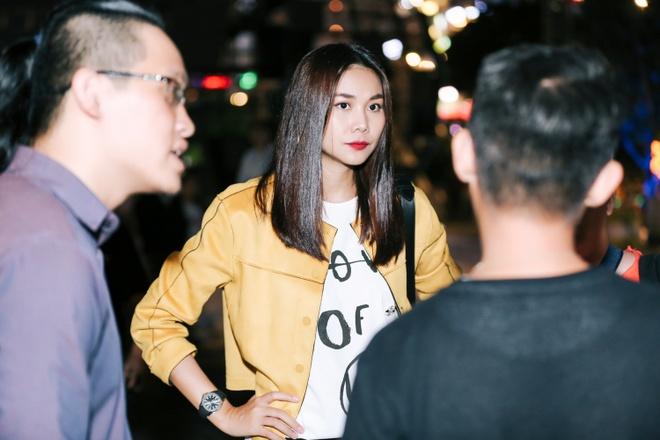 Thanh Hang 'doi mua' tap catwalk cho cac em nho tren pho di bo hinh anh 3