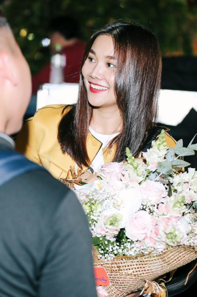 Thanh Hang 'doi mua' tap catwalk cho cac em nho tren pho di bo hinh anh 6