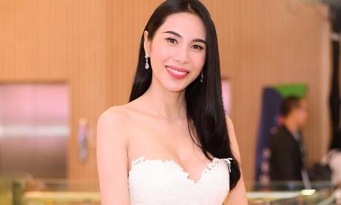 Thuy Tien, Thanh Hang xem show thoi trang mung ngay 20/10 hinh anh