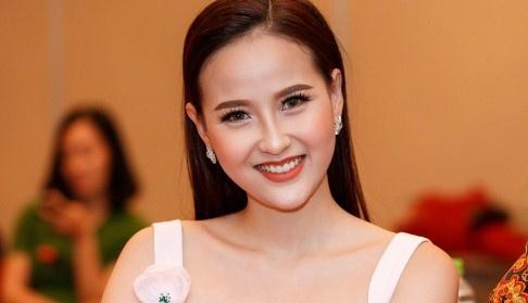Khanh Ngan tu tin noi tieng Anh truoc khi du thi Miss Globe 2017 hinh anh