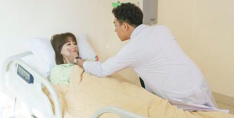 Tran Thanh lam bac si trong phim do Hari Won san xuat hinh anh