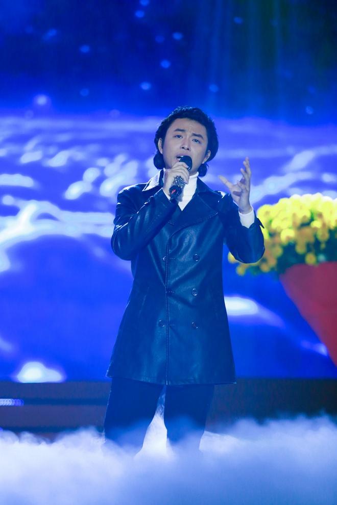 Phi Nhung che thi sinh hat Bolero giong Dan Nguyen, dien nhu robot hinh anh 1