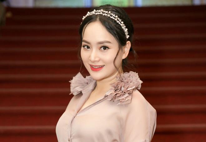 Lan Phuong dinh hon voi ban trai Tay cao hon 2 m sau 4 thang quen nhau hinh anh 2