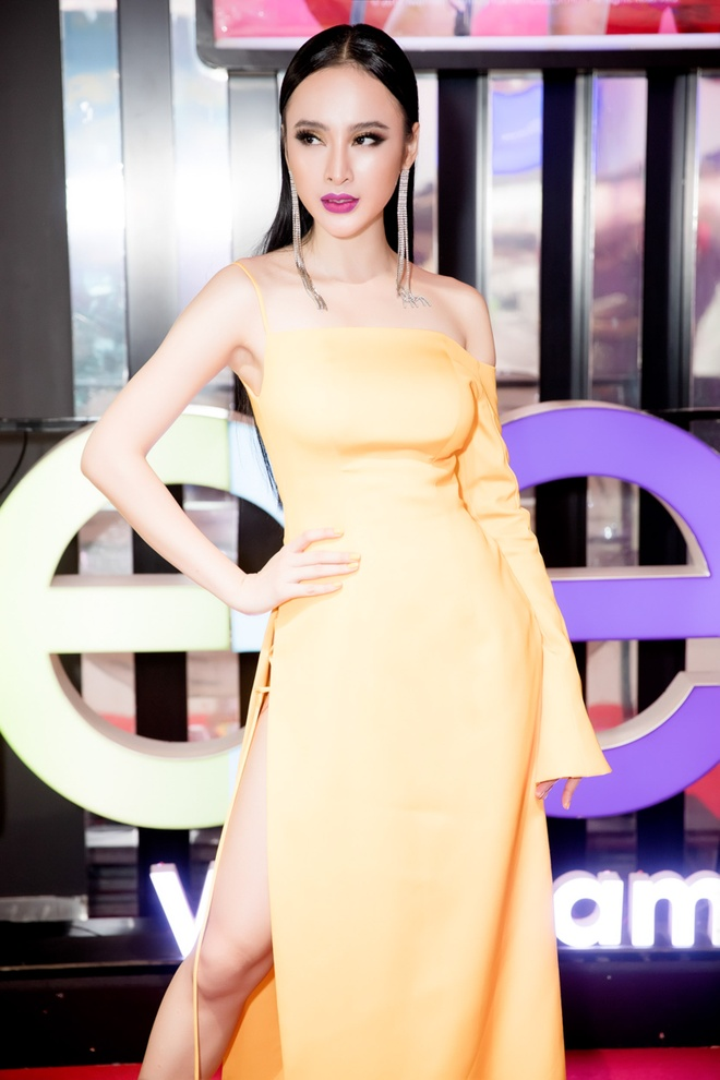 Angela Phuong Trinh noi bat trong buoi cong chieu 'Glee' tap cuoi hinh anh 1