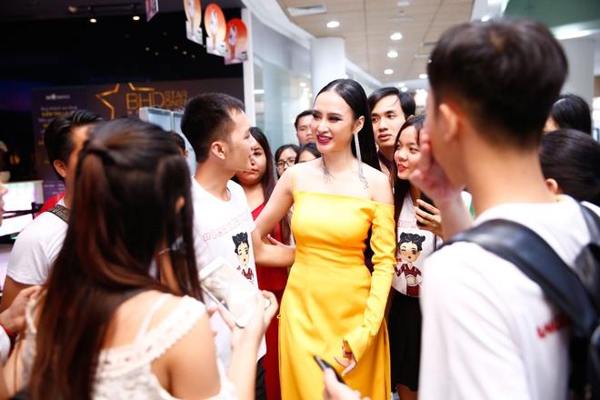 Angela Phuong Trinh noi bat trong buoi cong chieu 'Glee' tap cuoi hinh anh 3