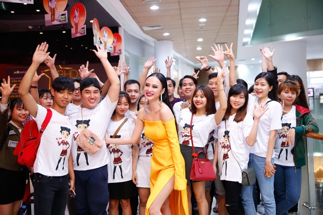 Angela Phuong Trinh noi bat trong buoi cong chieu 'Glee' tap cuoi hinh anh 4