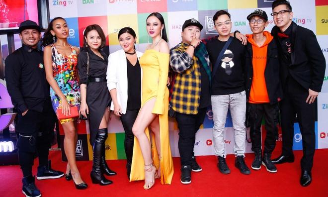 Angela Phuong Trinh noi bat trong buoi cong chieu 'Glee' tap cuoi hinh anh 6