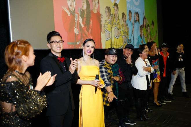 Angela Phuong Trinh noi bat trong buoi cong chieu 'Glee' tap cuoi hinh anh 5