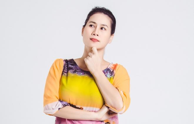 Than Thuy Ha ap luc khi dong hai voi Hoai Linh trong phim Tet hinh anh 2