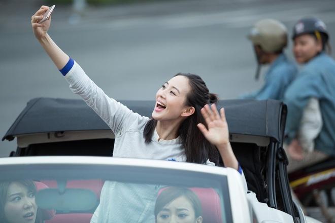 My nhan phim 'Vo Mi Nuong' mac ao dai, di xe mui tran tham Sai Gon hinh anh