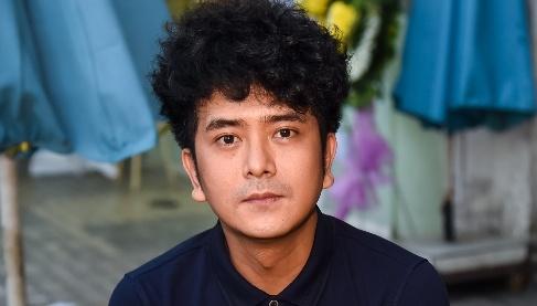 Hung Thuan va doan phim 'Dat phuong Nam' vieng Nguyen Hau dem 29 Tet hinh anh
