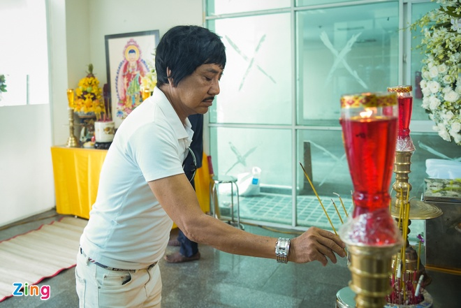NSUT Thanh Loc toi thap huong, dua tien Nguyen Hau sang 30 Tet hinh anh 2