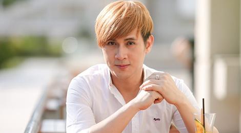 Ca si Nguyen Vu ke tung bi ong bau noi tieng Sai Gon ga gam song chung hinh anh