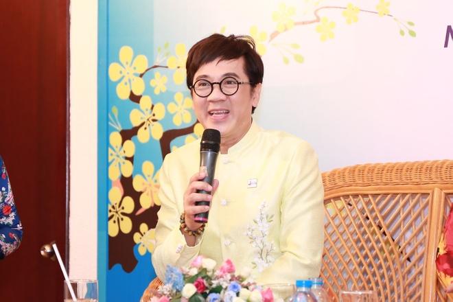 NSUT Thanh Loc: 'Ao dai ngay cang duoc nam gioi yeu thich' hinh anh 1