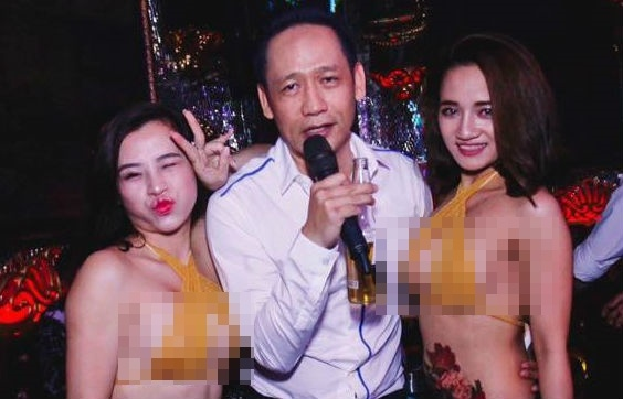Duy Manh bi chi trich vi dang anh voi nguoi mau mac bikini phan cam hinh anh