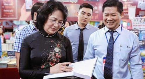 Pho chu tich nuoc va hang nghin nguoi du khai mac Hoi sach TP.HCM 2018 hinh anh