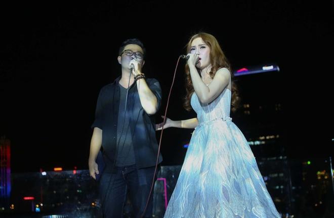 Thu Thuy, Cuong Seven chuc mung MC Lieu Ha Trinh ra tap tho moi hinh anh 7