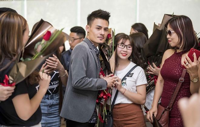 Hoa Vinh len tieng tin het gia cat-xe 60 trieu/show: 'Toi bi choi xau' hinh anh 1