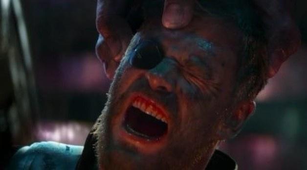 Tai sao Thor khong tieu diet ngay Thanos trong 'Cuoc chien Vo cuc'? hinh anh