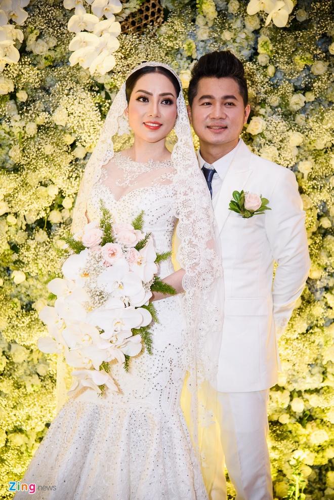 Tuan Hung, 'gai nhay' Minh Thu du dam cuoi cua ca si Lam Vu hinh anh 1