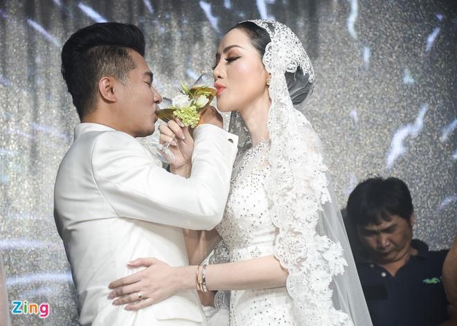 Tuan Hung, 'gai nhay' Minh Thu du dam cuoi cua ca si Lam Vu hinh anh 15