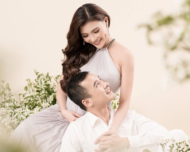Thuy Diem khoe bung bau ben Luong The Thanh truoc ngay sinh hinh anh 2