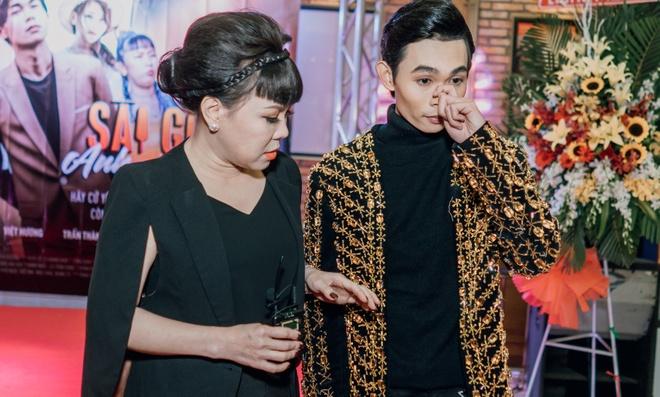 Viet Huong bi che 'ngu' khi giup quan quan Cuoi xuyen Viet lam phim hinh anh 1