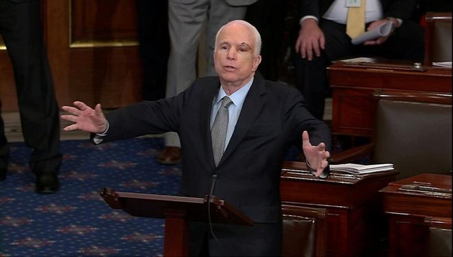 John McCain qua doi anh 1