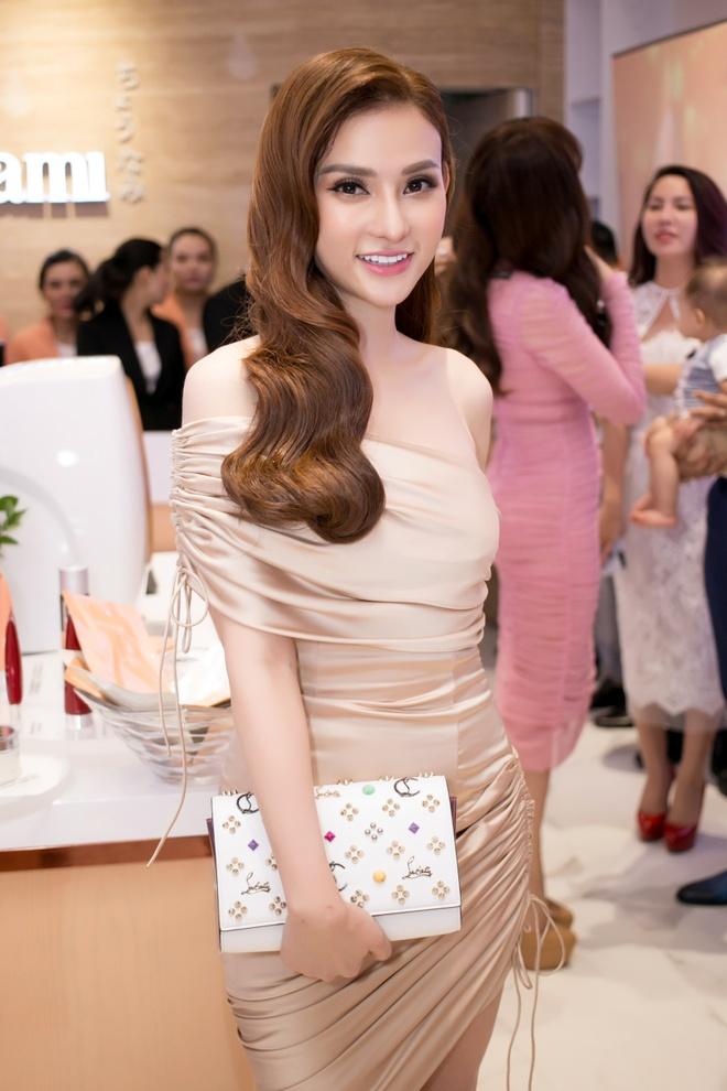 My nhan chuyen gioi Thai Lan den Viet Nam anh 6