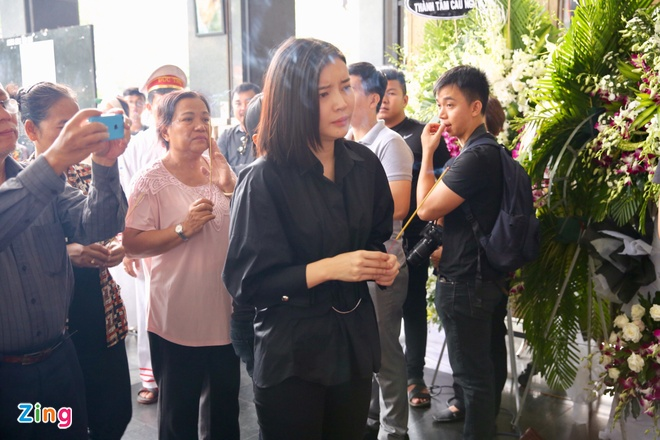 Nghe si mien Nam tien dua Thanh Hoang ve noi an nghi cuoi cung hinh anh 6