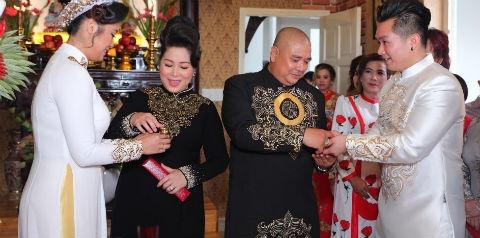 NSND Hong Van, Le Tuan Anh hanh phuc trong ngay cuoi con gai o Sai Gon hinh anh