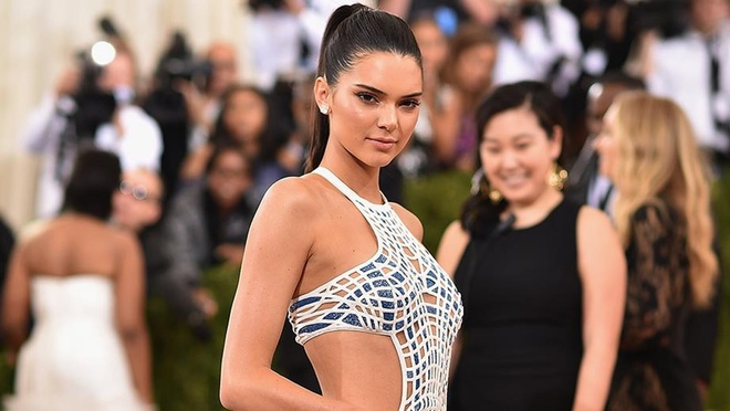 Kendall Jenner dang clip cu nhay cua Quoc Co Quoc Nghiep len Instagram hinh anh 3