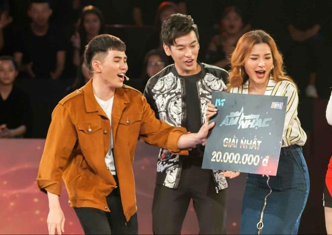 Lam Vy Da to tinh cu Anh Duc keo kiet, mung dam cuoi 200.000 dong hinh anh 3