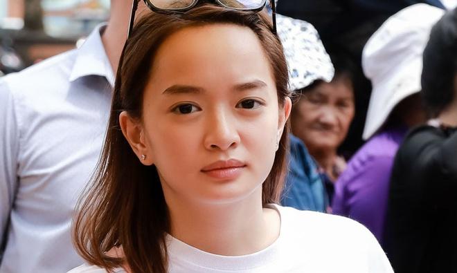 Ho Ngoc Ha, Kaity Nguyen den nha tho cua Hoai Linh dang huong To nghe hinh anh