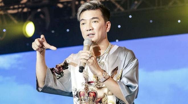Dam Vinh Hung noi thay doi cach hat de duoi kip cac ca si tre hinh anh
