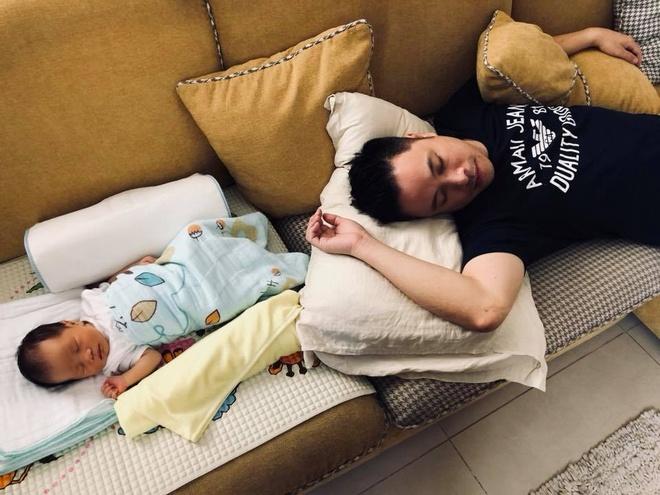 Dinh Ngoc Diep, Victor Vu khoe anh con trai dau long moi sinh hinh anh 1