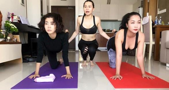 Mai Phuong cham chi tap yoga du xuong bi gion vi ung thu phoi hinh anh