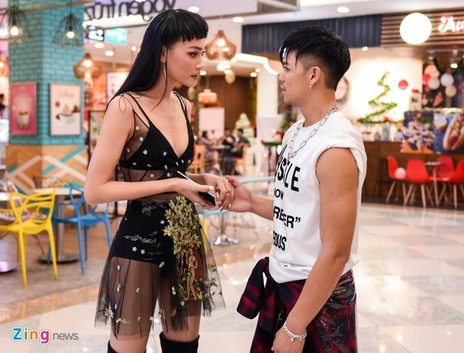 Duong Khac Linh va ban gai hot girl tinh cam den chuc mung Trong Hieu hinh anh 7