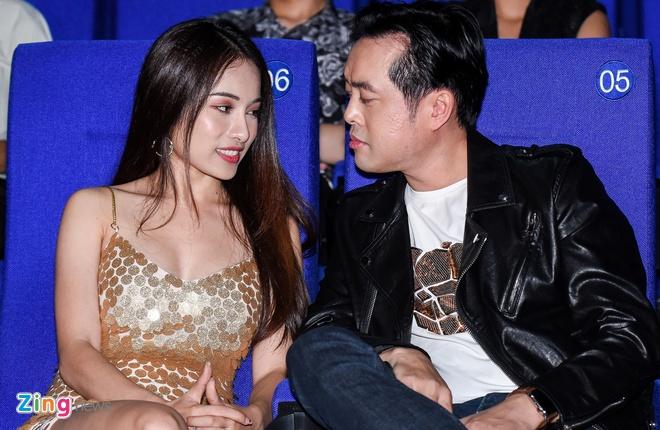 Duong Khac Linh va ban gai hot girl tinh cam den chuc mung Trong Hieu hinh anh 4
