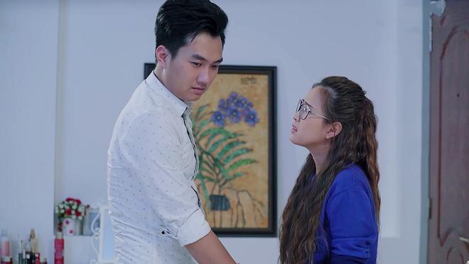 'Gao nep gao te': Nhan hot hoang khi nhan tinh tim den nha gap vo hinh anh