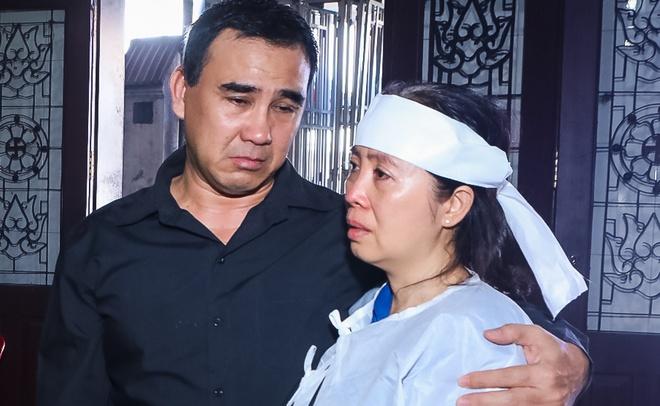 Quyen Linh, Anh Duc khoc khi den vieng dien vien Manh Trang hinh anh