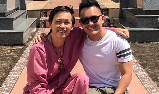 Hoai Linh to chuc tiec dau nam cung gia dinh khi con trai ve Viet Nam hinh anh