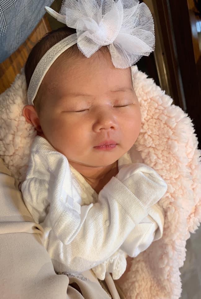 Than Thuy Ha: 'Vua sinh 1 thang, toi phai di lam kiem tien nuoi con' hinh anh 2