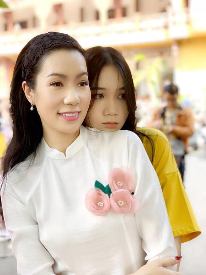 Con gai 16 tuoi cua Trinh Kim Chi cao 1,72 m, xinh xan va hoc gioi hinh anh 1