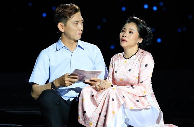 Con trai Cong Hau bi Hong Van che dien mo nhat du co ba ho tro hinh anh 2